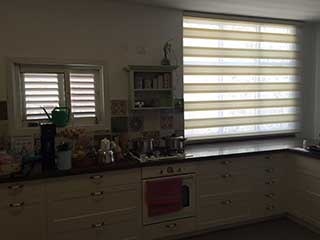 The Best Ways to Clean Shades in Los Angeles, CA